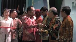 Kesembilan Kalinya, Ahmad Heryawan Terima Penghargaan Menakertrans