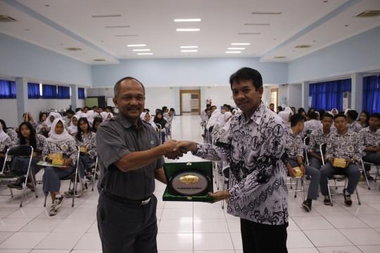 SMK PGRI 1 Cimahi Studi Banding ke KBN