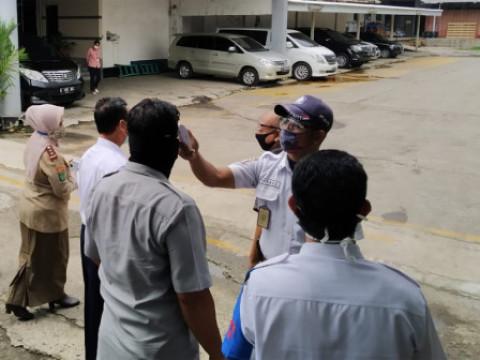 Petugas Gabungan Awasi Penerapan PSBB di KBN Cakung