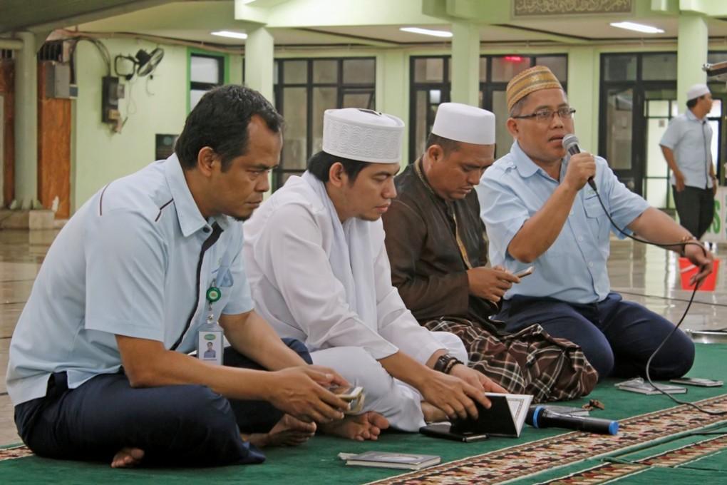 Doa, Dzikir Bersama dan Santunan Anak Yatim di Masjid Darussalam KBN