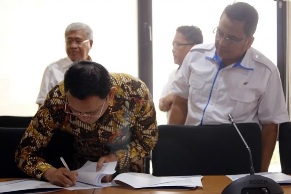 Penyerahan SK Direksi PT KBN (Persero) - Direktur Pemasaran & Pengembangan dan Direktur Administrasi & Keuangan